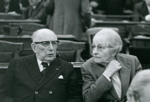 Georges Heuyer et Thérèse Bertrand-Fontaine en salle des séances